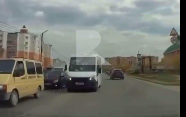 В Кальном водитель маршрутки объехал пробку по встречке