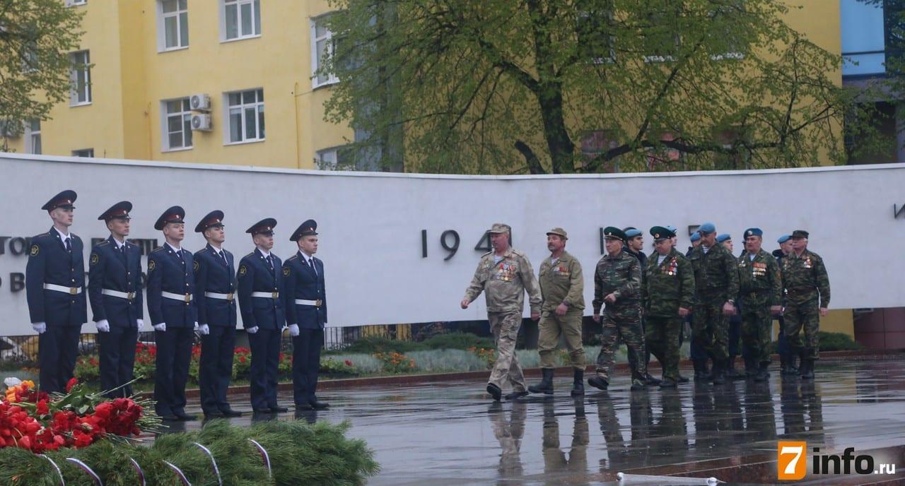 В Рязани прошла церемония передачи Знамени Победы молодому поколению