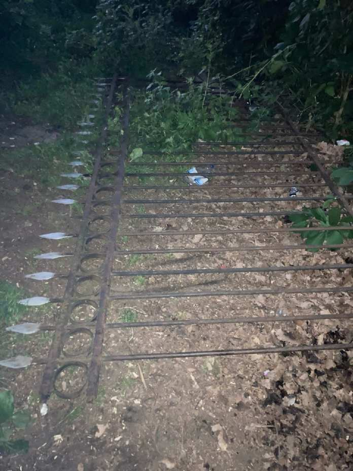 Рухнувший чугунный забор покалечил 9-летнего мальчика в Брянске