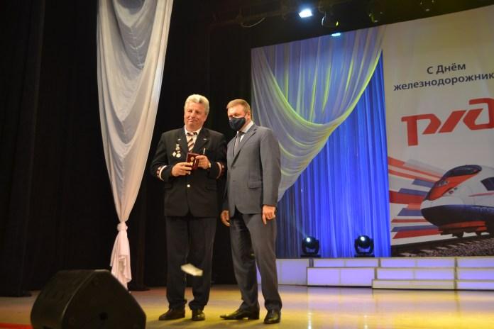 Николай Любимов поздравил работников железной дороги