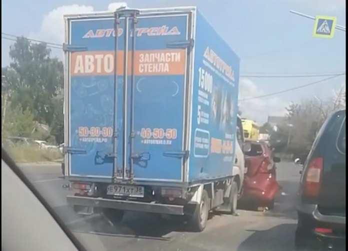 В массовом ДТП на Михайловском шоссе Рязани пострадал человек