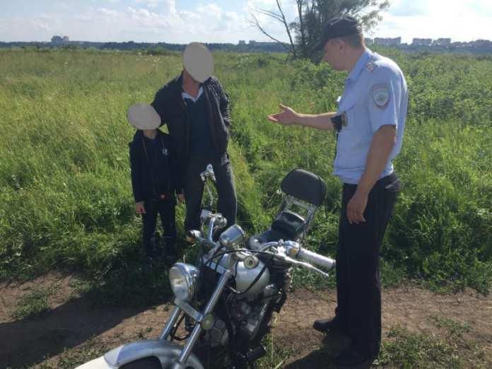 В Канищеве остановили пьяного мотоциклиста с ребенком