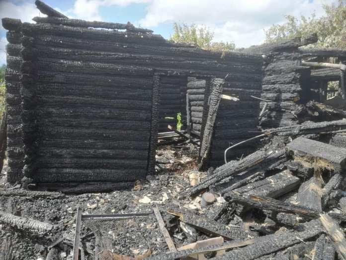 В Рыбном сгорел деревянный дом