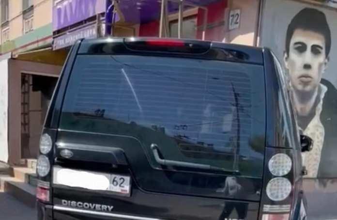 В Рязани оштрафовали припарковавшегося на тротуаре мужчину
