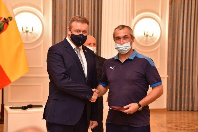 Николай Любимов наградил рязанских футболистов