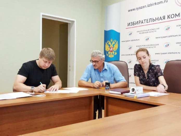 Кандидаты-одномандатники КПРФ и ЛДПР представили документы в Рязанский избирком
