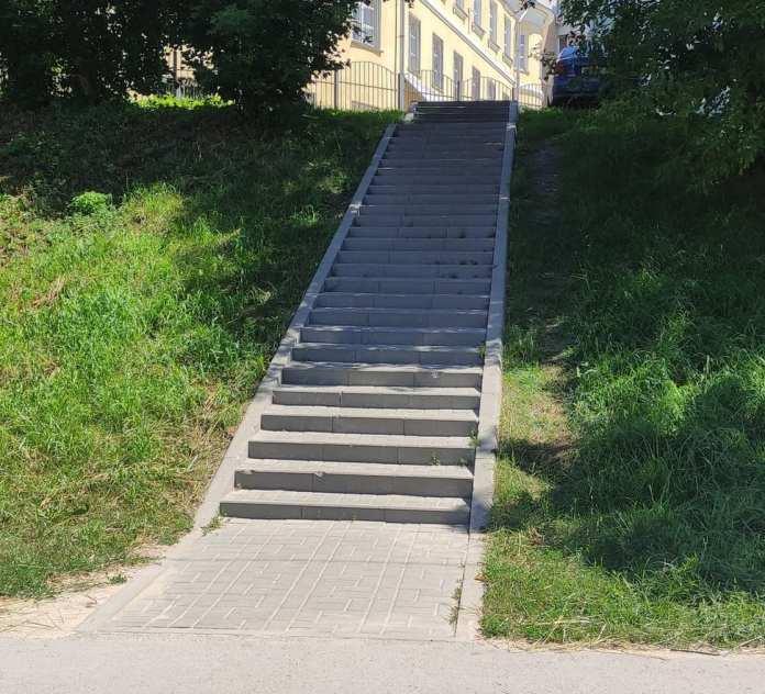 """Активисты напомнили мэрии о необходимости установить перила на """"опасной"""" лестнице в центре Рязани"""
