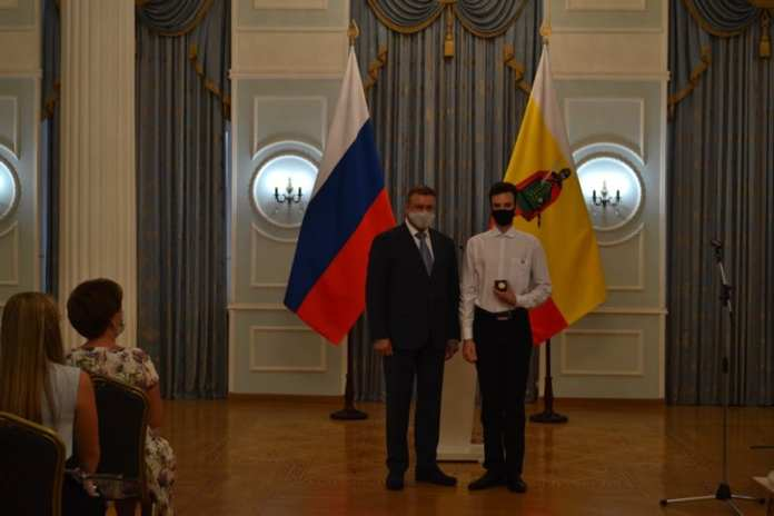 Выпускникам рязанских школ вручили золотые медали