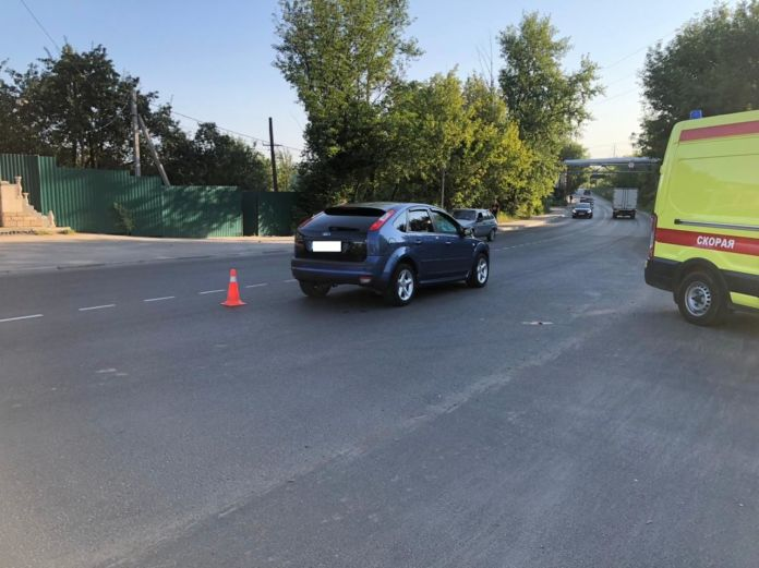 Утром в Рязани автомобиль сбил пенсионерку, перебегавшую дорогу вне пешеходного перехода