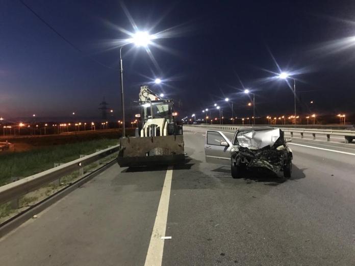 Один человек пострадал в аварии иномарки с экскаватором в Липецке