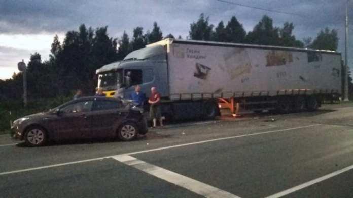В Скопинском районе грузовик протаранил Kia Rio
