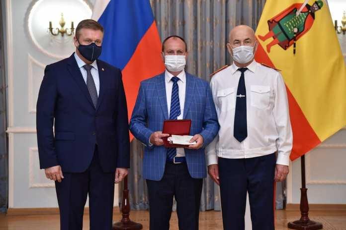 Сотрудника рязанского правительства, спасшего горящих людей, наградили медалью