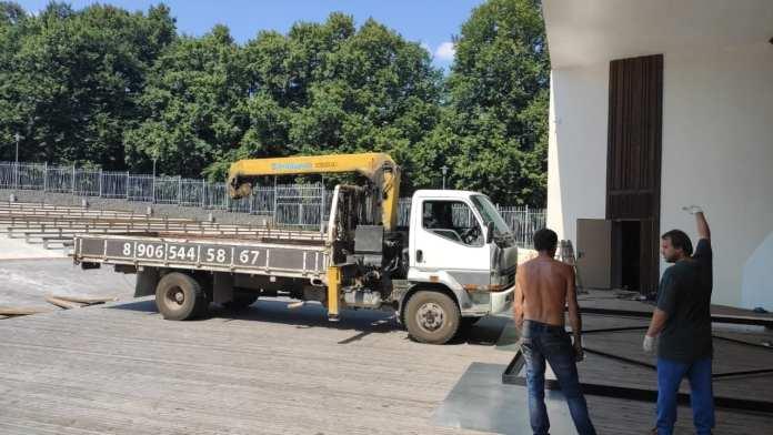 Рязанцы сообщили о вандалах, повредивших Зелёный театр в ЦПКиО