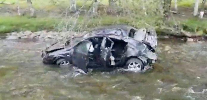 В Алтае автомобиль рухнул в горную реку