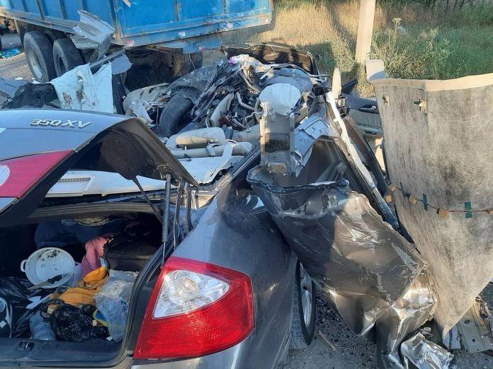 В ДТП легковушки с грузовиком в Ставропольском крае погибли три человека