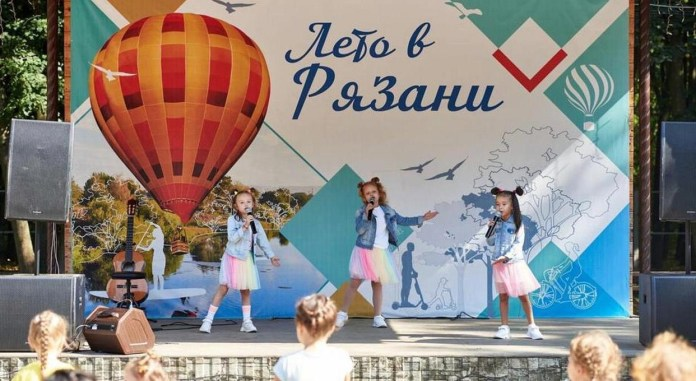 В Лесопарке Рязани отметили День флага