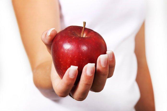 Диетолог раскрыла секреты употребления яблок