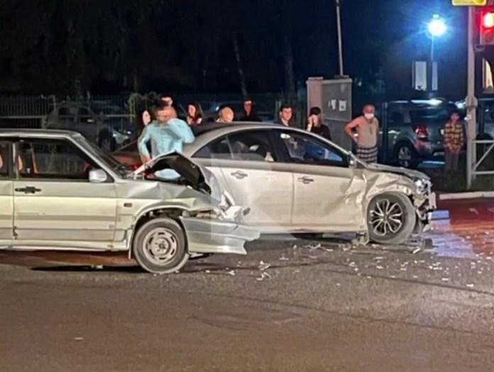 На перекрёстке Сенной-Семинарской в Рязани столкнулись ВАЗ-2114 и Chevrolet Cruze