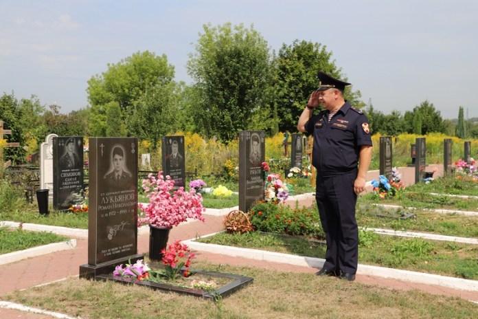 """В Рязани почтили память полицейского, погибшего при нападении на """"Джинсовый мир"""""""