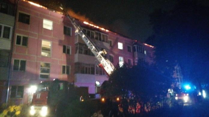 Во время ночного пожара на Черновицкой эвакуировали 80 человек