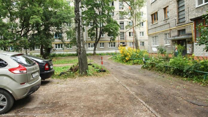 Елена Сорокина поручила отремонтировать междворовой проезд на улице Космонавтов