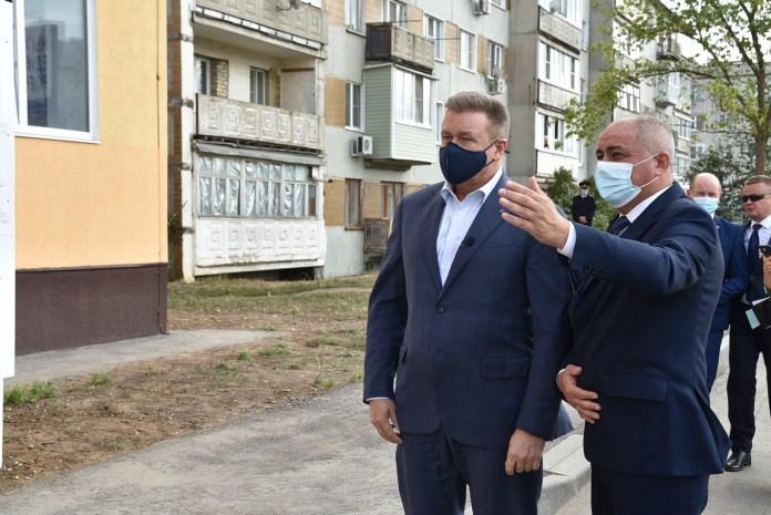 Николай Любимов осмотрел многоквартирный дом в Скопине для переселения граждан из аварийного жилья