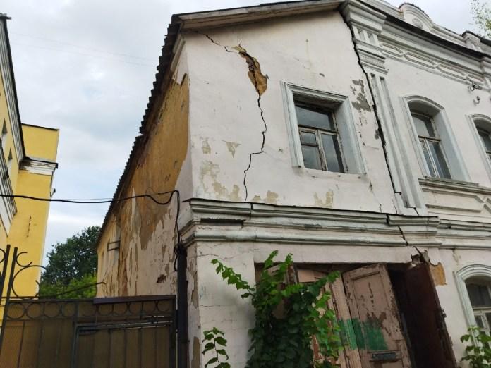 В Рязани ищут владельцев разваливающегося дома у Кремля