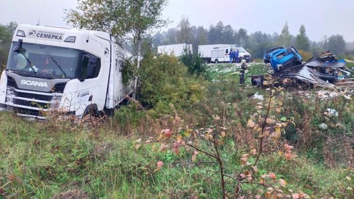 Четыре человека погибли в столкновении трёх грузовиков под Тулой
