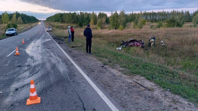 Четыре человека погибли в лобовом столкновении в Липецкой области