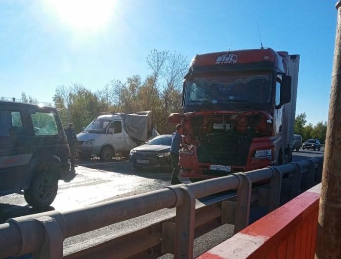 На трассе М5 под Рязанью фура снесла «Газель» дорожников