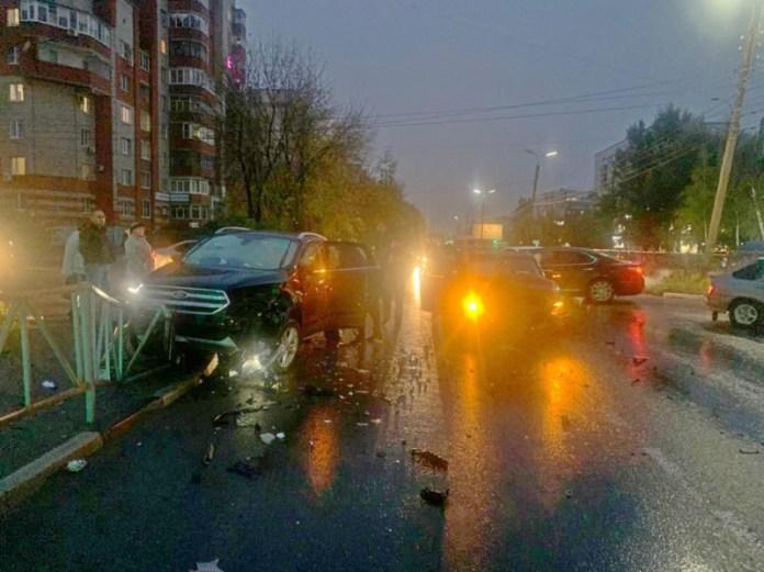 В столкновении BMW и Ford Kuga на Зубковой пострадала 38-летняя рязанка