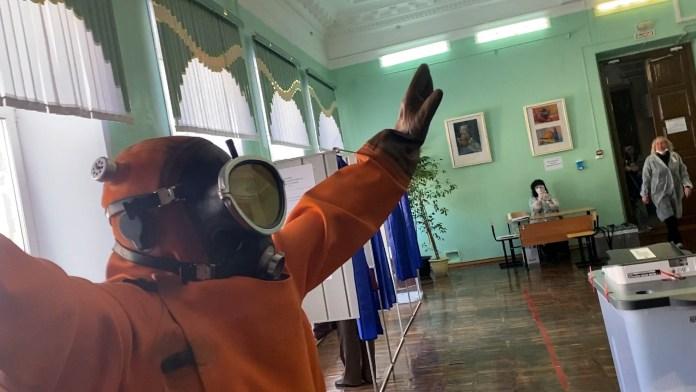 Рязанец пришёл на выборы в костюме водолаза