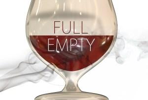 стакан пуст или полон наполовину