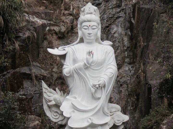 hong kong statue