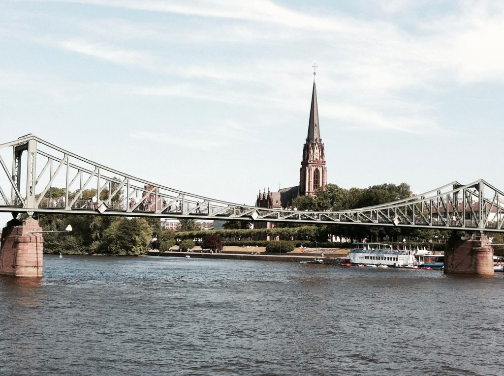 deutschland-frankfurt-bruecke