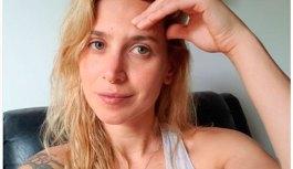 Mel Lisboa faz 37 anos e compartilha foto sem make nas redes sociais