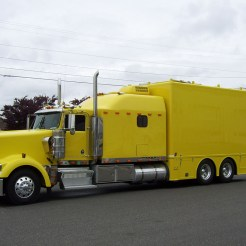 Go Fast Turn Left Racing - Crew Truck on Kenworth W900L 001