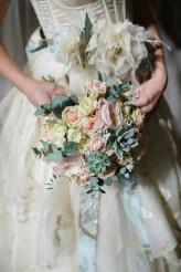 Букет в стиле бохо для невесты из суккулентов
