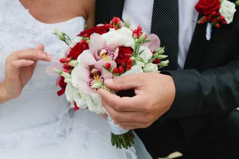 небольшой букет невесты на свадьбу