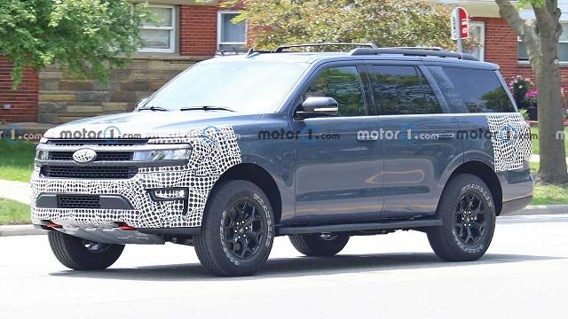2022 Ford Expedition Hybrid spy shot