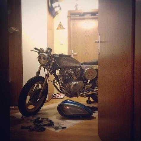 my #garage 4 today - working on #77c #caferacer #honda again #77 #7sevencustoms