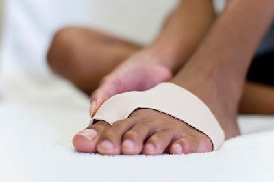 Болят суставы пальцев ног - причины и лечение