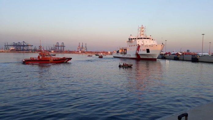 barco con 620 inmigrantes