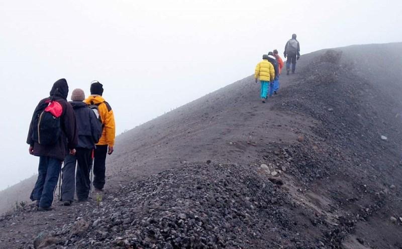 trekkers-at-Mt-Meru-2.jpg