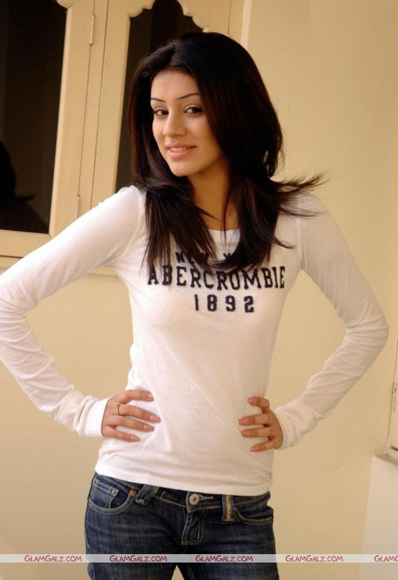 Bollywood new Face Aanchal Saberwal