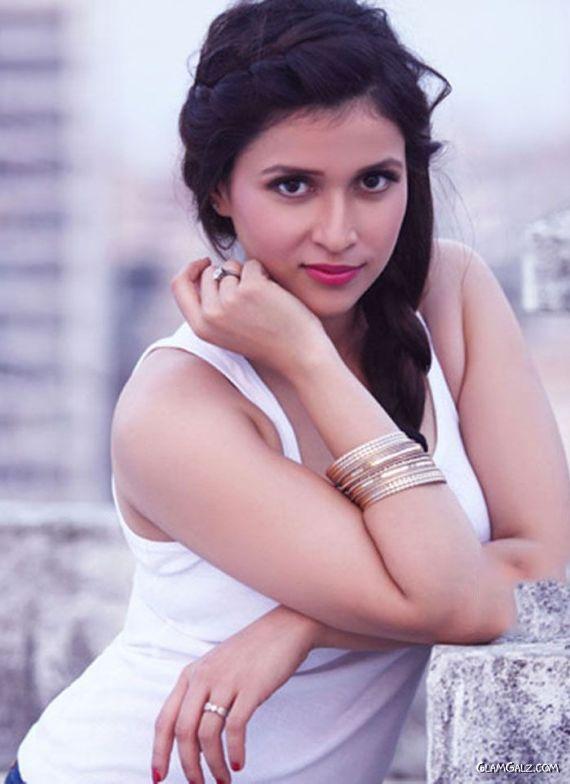 Mannara Chopra To Show Her Comic Side