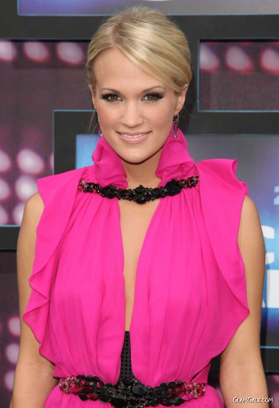 Pretty Carrie Underwood in Pink
