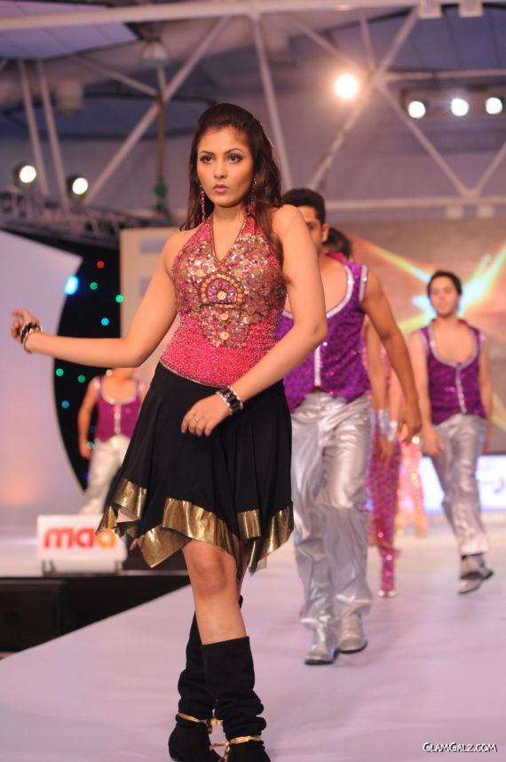 Madhu Shalini Dance Performance Stills