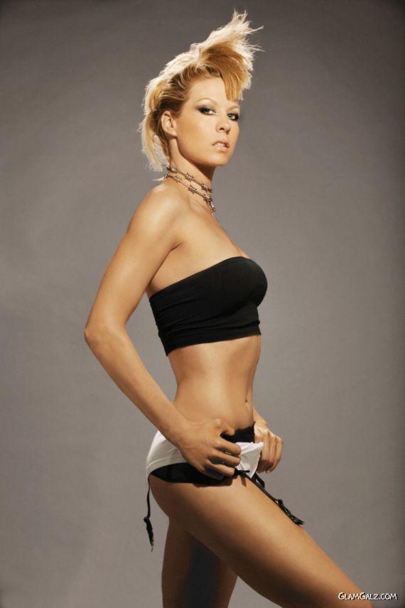 Gorgeous Jenna Elfman Shoots