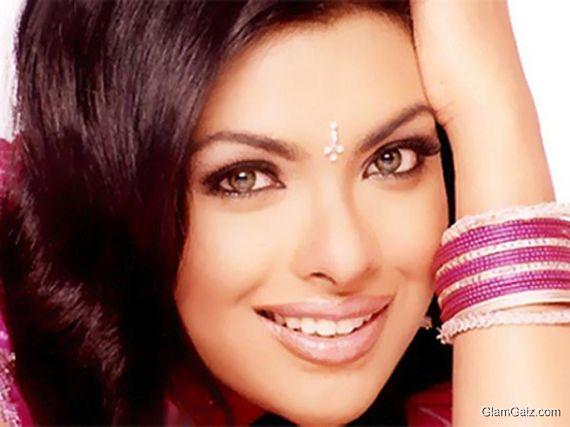Click to Enlarge - Gorgeous Priyanka Chopra Wallpapers
